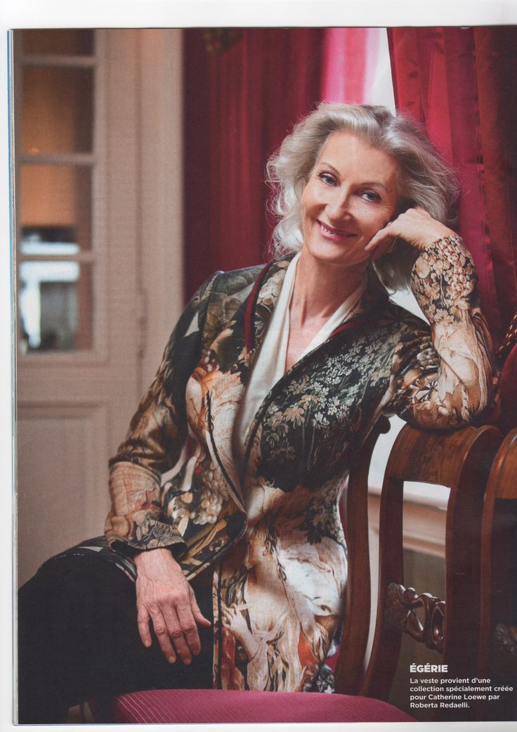 "La splendida Catherine Loewe con una giacca della collezione ""Les Favorites du Roy"", su l'""illustré Gèneve"".  The beautiful Catherine Loewe with a jacket from the collection ""Les Favorites du Roy"", on ""Illustré Genève"".  #robertaredaelli #fashion #design #moda #jacket #model #favorires #madeinitaly #luxury #details"
