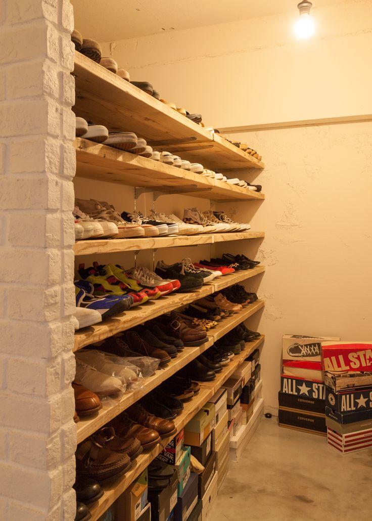 なんと元和室!もともと和室だったお部屋を大胆に作り変え、ウォークインクローゼットとシューズラックに。ウォークインクローゼットは塗装レンガで作り付けられており、単に収納というだけでなく、デザイン的なアクセントとしても機能しています。 renovation-selectshop-06
