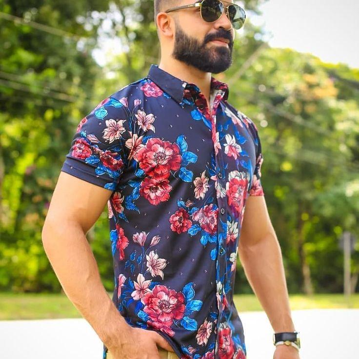 Das geblühte Hemd bleibt auch 2020 auf dem Markt stark. . . #stylisches #outfitoftheday #shoes #lookbook #instastyle