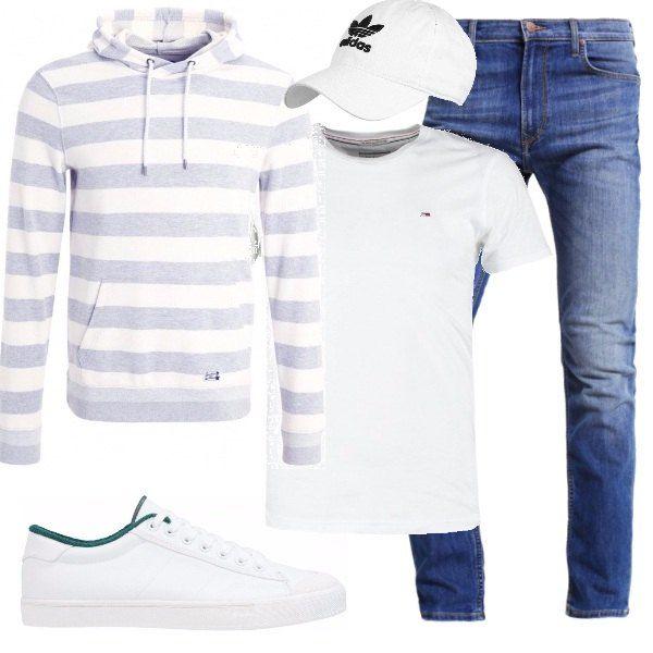 Le giornate iniziano a scaldarsi e un ottimo cappellino è indispensabile. Lo propongo con questo outfit composto da jeans a vita bassa, t-shirt, felpa a righe con cappuccio e sneakers basse.