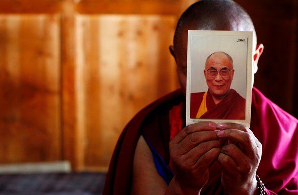 A Tibetan monk in Gansu Province in China held up a picture of the Dalai Lama on Tuesday, the day before the Tibetan New Year. The Chinese government has banned photos of the Dalai Lama from being displayed in Buddhist monasteries in Tibetan areas.: Ban Photo, Tibetan Monk, Dalai Lama, 14Th Dalai, Tibetan Leader, Tibetan Area, Around The World, Exil Tibetan, Hh Dalai