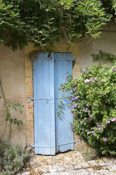 Ik hou ook van oude blauwe luiken in Frankrijk