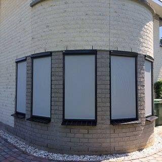 Zipscreens geplaatst in Utrecht.  #rolluiken #screen #zipscreen #ritsscreen #veranda #zonnescherm #knikarmscherm #horren #rolgordijnen #binnenzonwering #kozijnen #rolpoorten #garagedeuren #perfect #jvszonwering #discount #zipscreeninutrecht