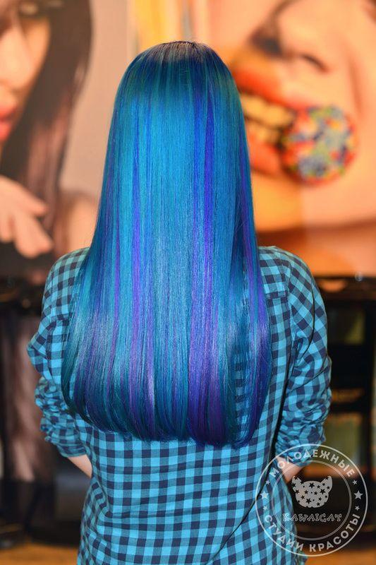 Хотите себе синие волосы? Цветное мелирование волос смотрится особенно привлекательно. Оцените! Стойкое окрашивание сделано красителем Антоцианин