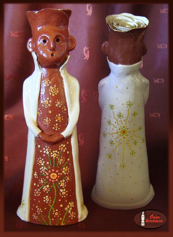 Hungarian folk motives ceramics  - Népies Rózsa Jankó (westerwaldi fehér agyag, engóbozva, mázazva, festve)