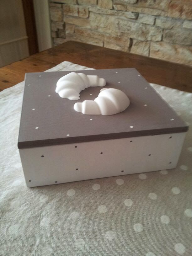 twinkle love...: Wooden painted box with croissant shaped chalks .....perfect in every kitchen!