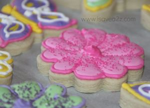 Easy sugar cookie recipe that produces cookies which hold their shape, apparently...must try!