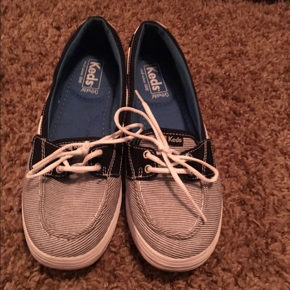 Keds boat shoes size 8 Navy & white striped keds boat shoes. Size 8 & Super cute!! Only worn a couple times. Terrific shape. keds Shoes Flats & Loafers