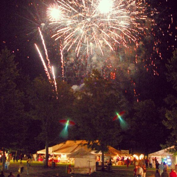 Vintage Ohio Wine Festival spectacular Friday night fireworks! Vintage this year will be August 7 & 8! Dozens of Ohio wineries, artisans, live music, cooking demonstrations and more! #wine #ohio #travel #festivals