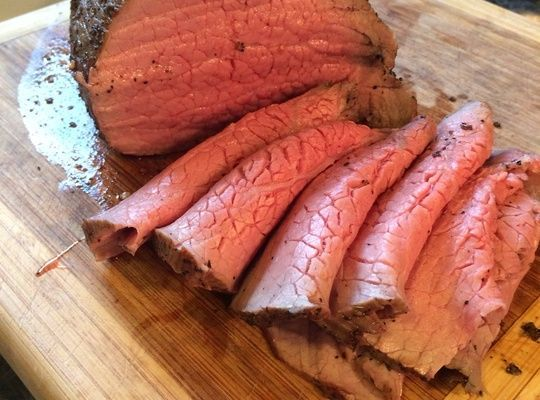 (Omit oil; brown in a nonstick skillet) How to Cook a Tender Eye Round Roast - This guide will show you how to take this tough piece of meat and make it into a tender, juicy and tasty slow roasted beef. Perfect for Sunday dinner.