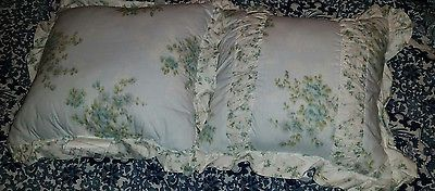 2 NEW Simply Shabby Chic Floral Wallpaper Ikat Square Decorative Bed Pillows