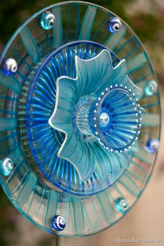 Glass plates from Dollar Tree turned into a bright 3-D flower that catches the sun in your garden!...