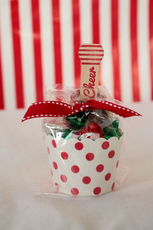 So easy! Fill cupcake wrappers with candy add a scoop and a ribbon! #Holidaygifts The Party Wagon - Blog