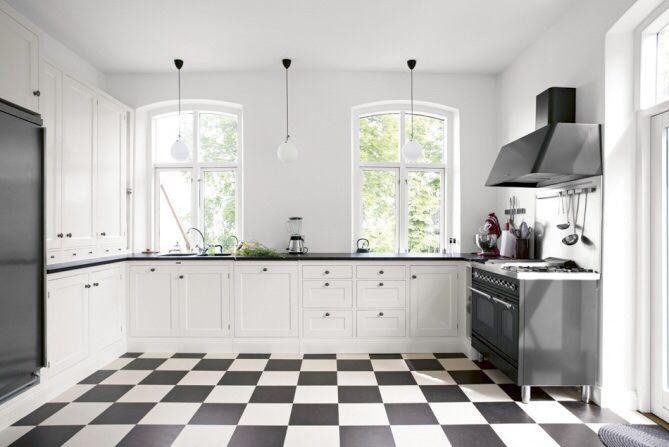 Mustavalkea keittiö