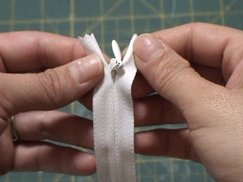 GREAT. CLEAR. step by step video on how to sew an invisible zipper (with a standard zipper foot)