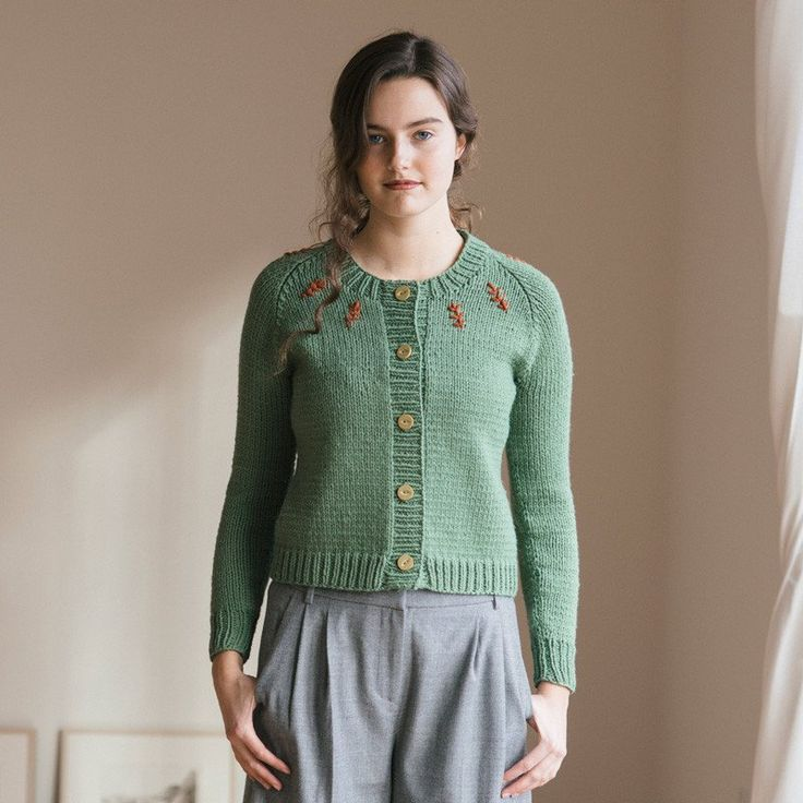 lotte cardigan knitting pattern - Quince and Co pull gilet debardeur tricot...