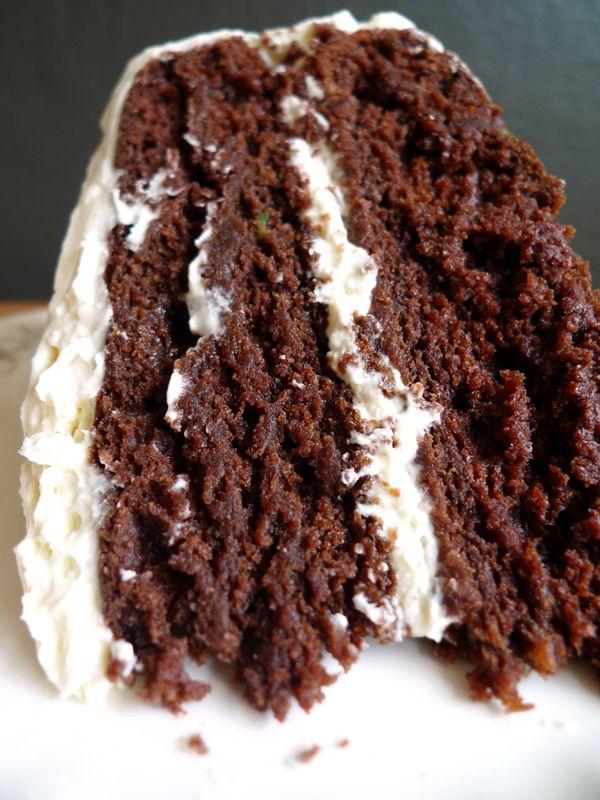 Vegan chocolate cake made with avocado | Vegan Sweet Tooth | Pinterest