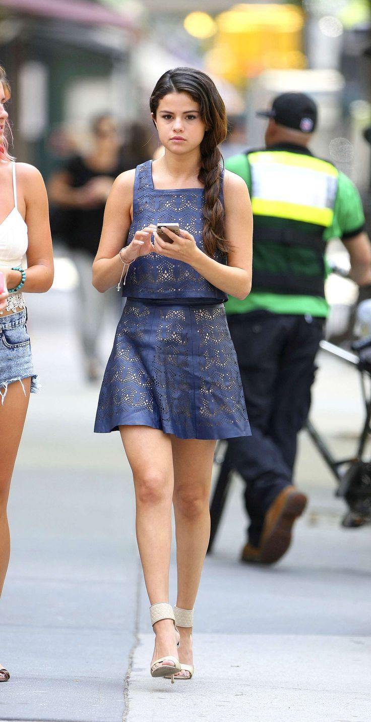 Selena-Gomez-legs-show-15.jpg (1550×3015)