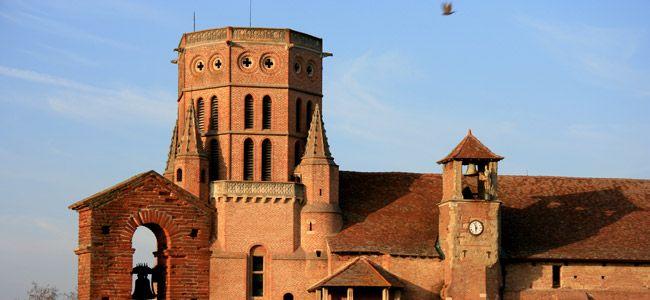 Tarn : Lavaur : église romane Saint-Alain (XIIIe siècle).