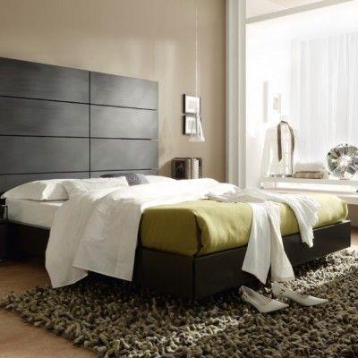 Dormitorio de matrimonio con cabecero alto