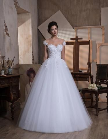Elizabeth - is an enchanting ballgown with with soft plunging sweetheart neckline, open back and flowing tulle skirt.