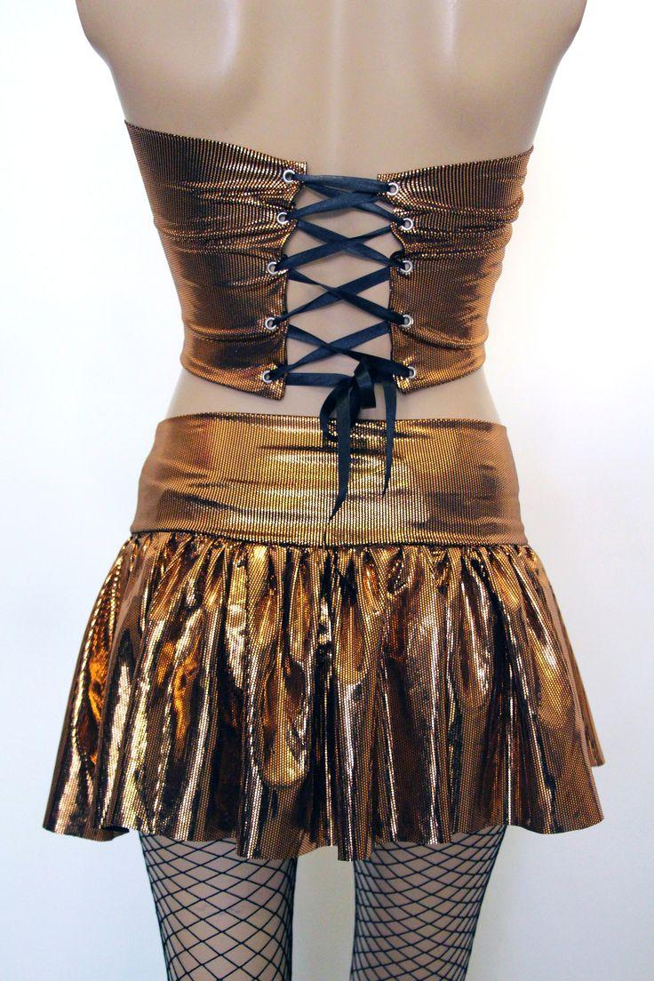 Abiye Tarzı Parlak Bakır Rengi Kısa Sırtı ve Göbeği Açık Straplez Bluz Büstiyer Kısa Mini Etek Takım ve Modelleri ile Clubwear Gece Parti Kıyafetleri