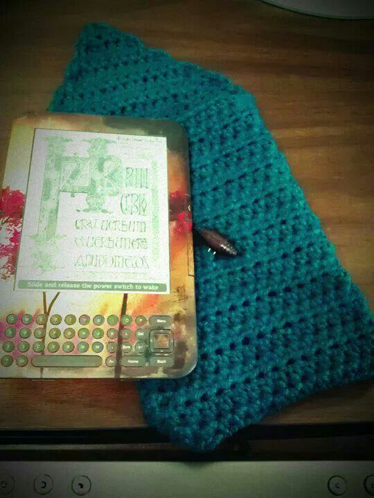 Crochet Kindle cozy