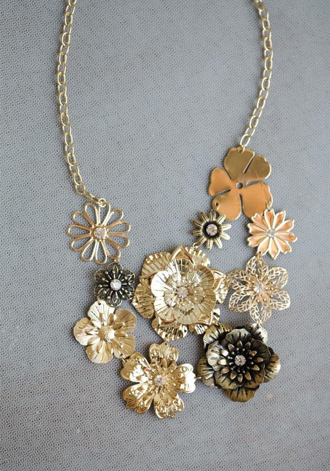 Grand Bouquet Floral Necklace: Grand Bouquets, Diy Necklaces, Jewelry Necklaces, Vintage Accessories, Bouquets Floral, Statement Necklaces, Flower Necklaces, Gold Flower, Floral Necklaces