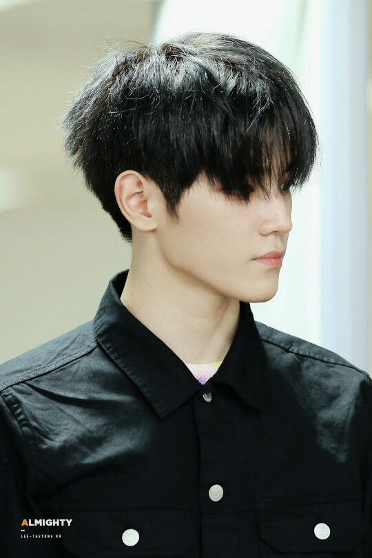 NCT Taeyong HIS JAWLINE KILLING ME