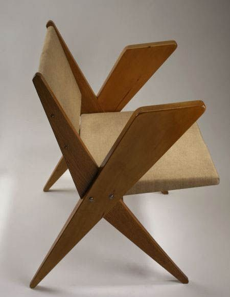 """Kurzatkowski Fotel """"Byk"""" o tapicerowanym siedzisku i oparciu, koniec lat 60."""