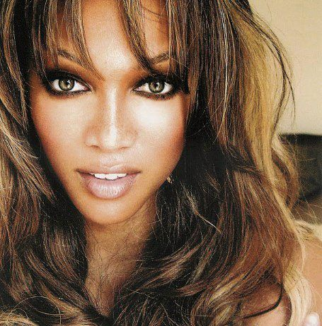 One of my all-time fave pics of Tyra Banks. I wish I could lighten my hair like this at some point in my life. I like the mixes of browns and bronzes in her eyes. She's glowing and just looks absolutely stunning. Can't forget about the smizing!