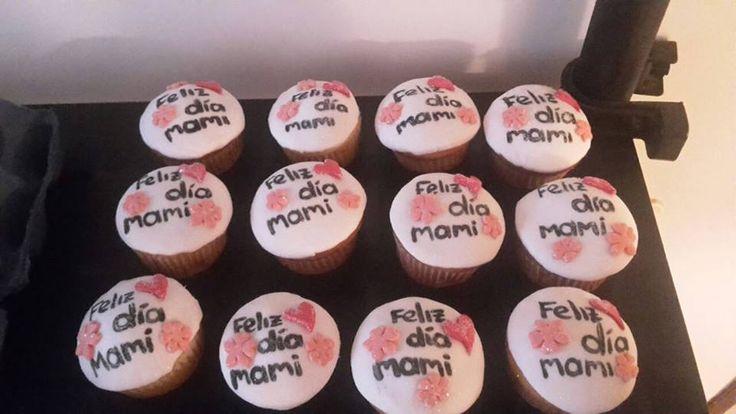 Cupcakes para celebrar con mama!!...¡Domicilios sin costo en Bogotá!.. Pedidos, contacto, información al celular/whatssap: 3013588405