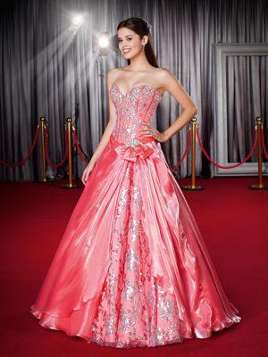 Modelos de vestidos de 15 anos modernos e exclusivos, desenvolvidos pelos nossos estilistas com a dedicação total em agradar as debutantes. - Coleção Star