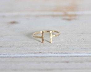 Skinny Ring Martelado em ouro 18k