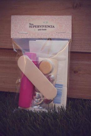 No olviden un kit para sus invitados. Una idea muy original que les servirá a muchos. Incluye: tiritas, pañuelos desechables, hilo, aguja, pastillas para la acidez y demás cosas!!