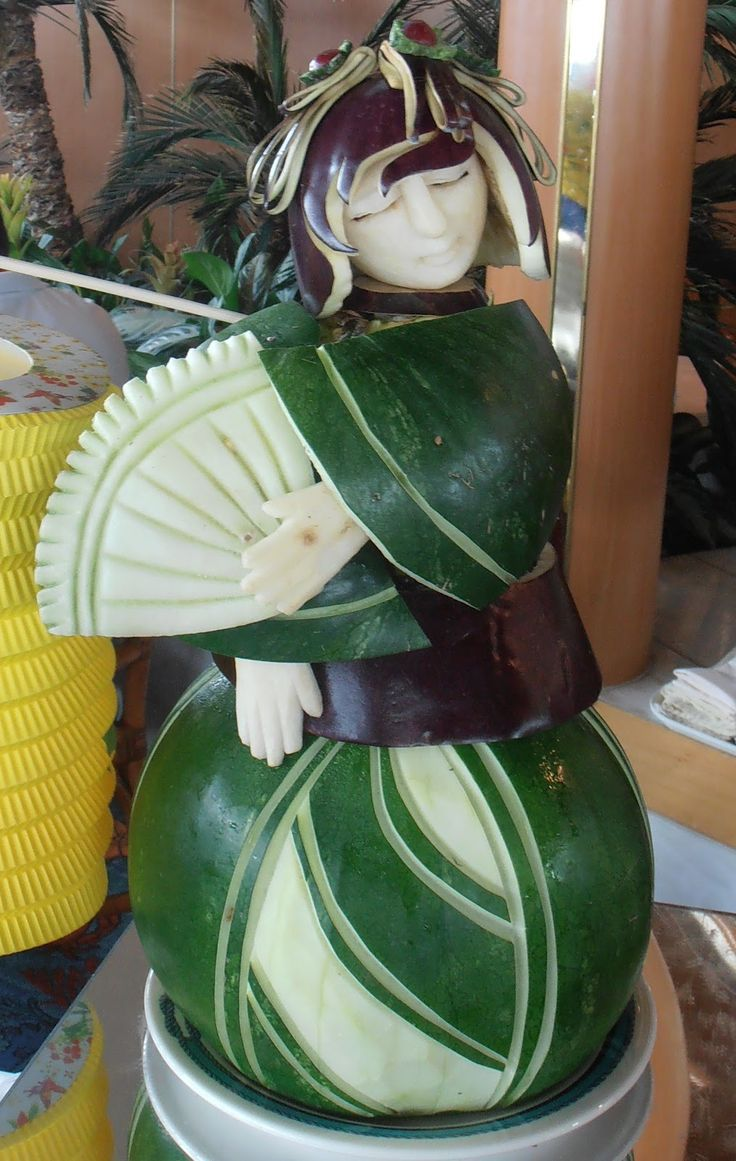 Cruise the Pacific: Fruit Carving - Fantastic!
