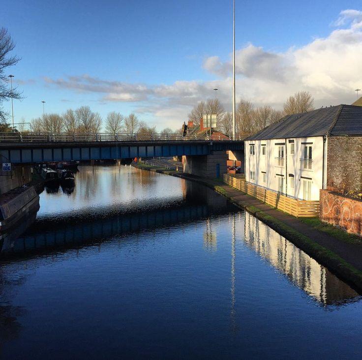 Great refurbishment by @Trophy_Homes overlooking the Bridgewater Canal #waterside