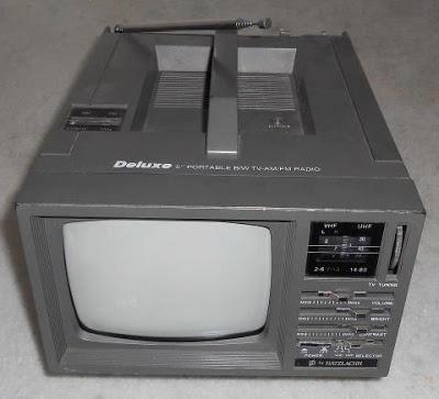 É da sua época?: [1990] TV Portátil Com Rádio