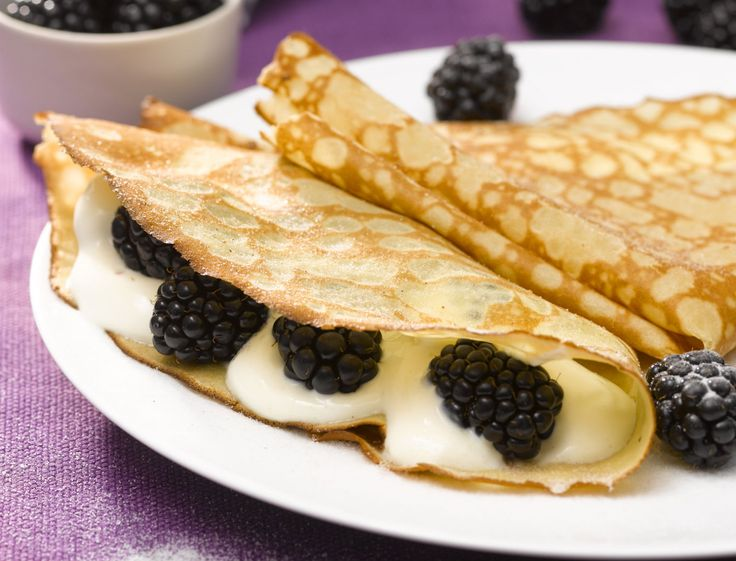 Crêpes aux mures,fromage blanc et sucre à la vanille