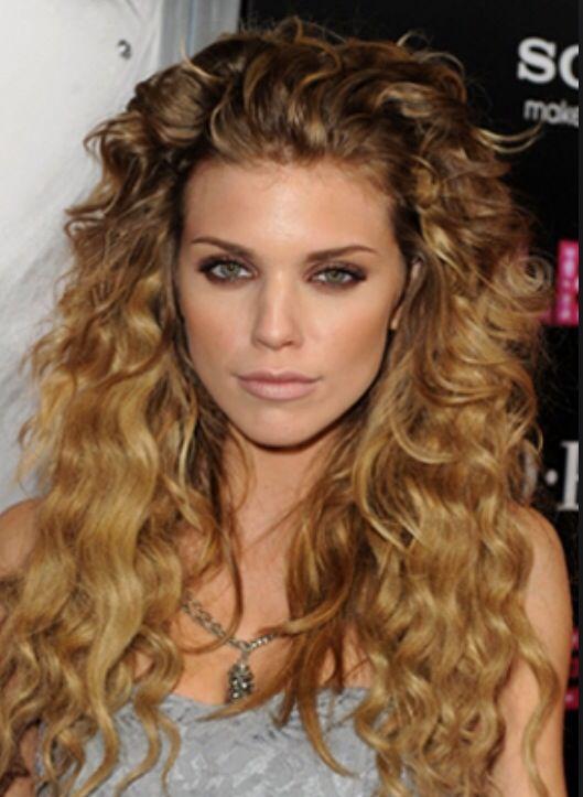 Love her curls.