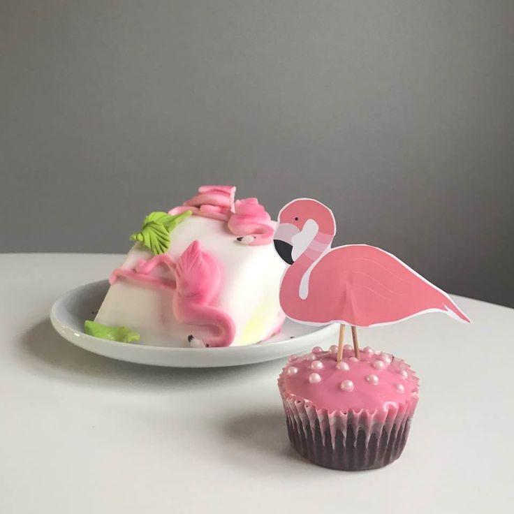 Flamingo birthday party - cake and cupcake