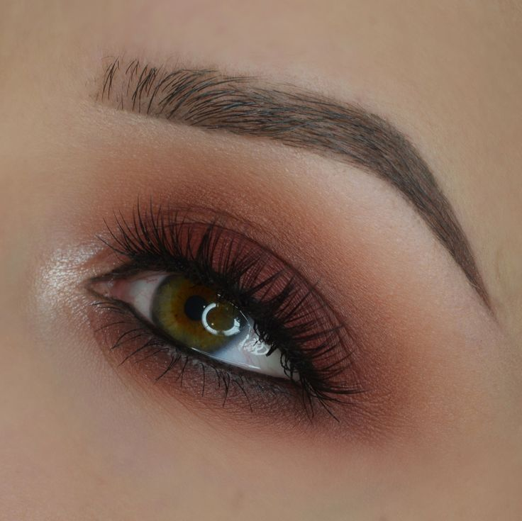 Makeup Geek Eyeshadows in Bitten and Cocoa Bear + Makeup Geek Foiled Eyeshadow in In The Spotlight. Look by: Kasia http://amzn.to/2sNPLmB