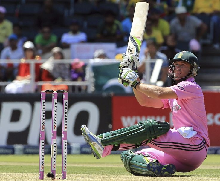 AB de Villiers (SA) 128, lofts the ball over short fine leg, vs Pakistan, 3rd ODI, Johannesburg, March 17, 2013