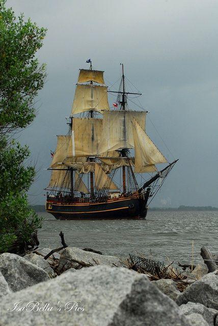 tall ship                                                                                                                                                                                 Mais