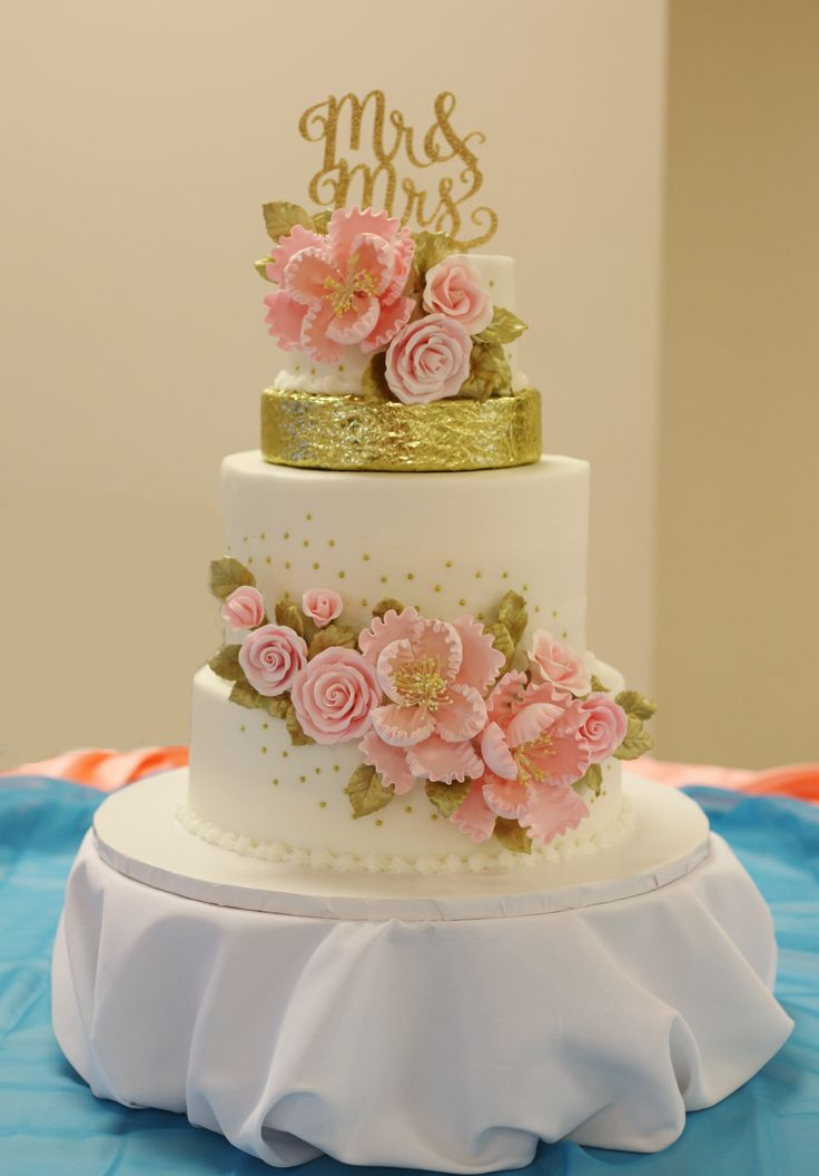 hot pink and gold wedding cake 17 best images about pink purple wedding cakes on 15331