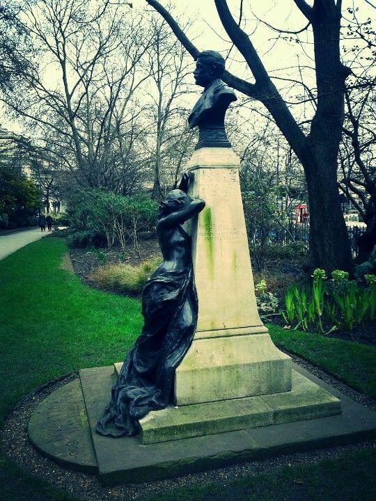 Statue Jubilee Gardens London