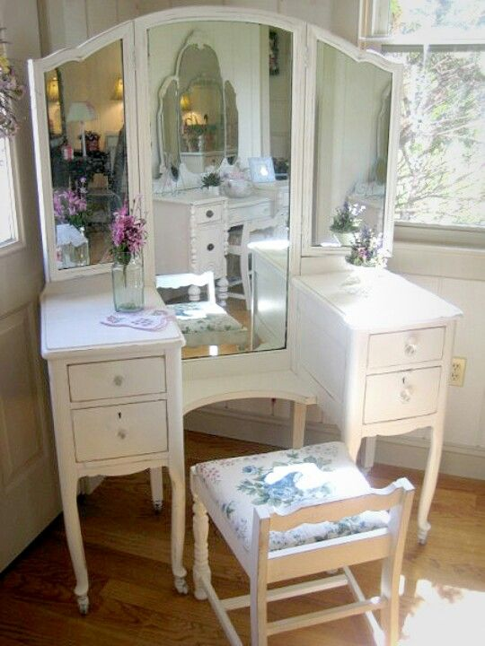 Gorgeous vanity shabby chic furniture pinterest for Dressing table long