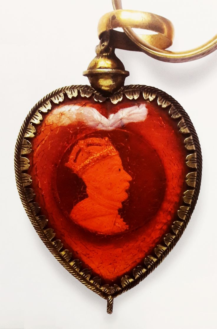 Amber heart in a silver gilt frame with a bust of Stephen Báthory which belonged to Anna Jagiellon by Anonymous from Poland, 1580s, Muzeum Katedralne na Wawelu