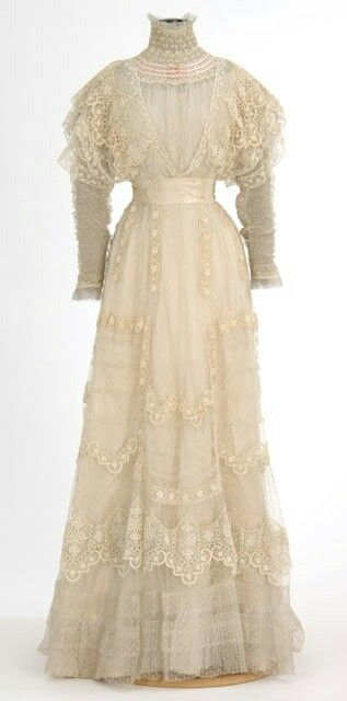 1900's summer garden party dress. wish we dressed like that