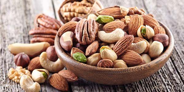 La frutta secca contiene Omega-3 ed aiuta la pelle a mantenersi giovane...
